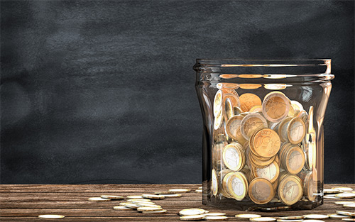 Kosten-Glas mit Geld